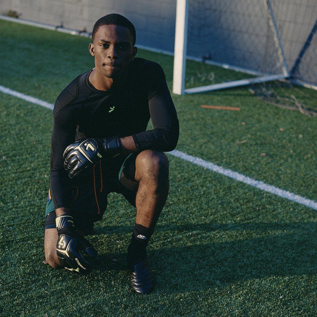 elite goalkeeping gloves